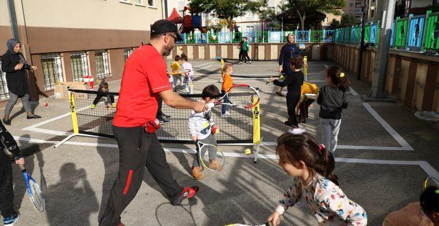 Rize de okul öncesi çocuklar tenisle tanıştı